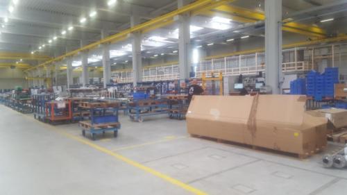 Kommissionierung:Die Güter werden auf speziell angefertigten Wagen nach Auftrag sortiert